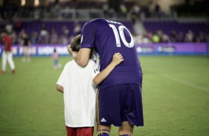 KAKA' with his children in his final match.